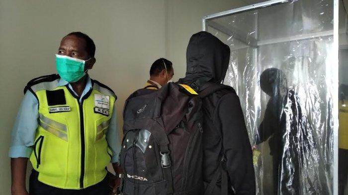 Cegah Covid-19, Bandara El Tari Siapkan Alat Semprot Disinfektan ke Penumpang