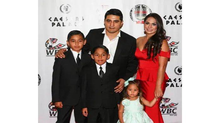 Erik Morales dan keluarga
