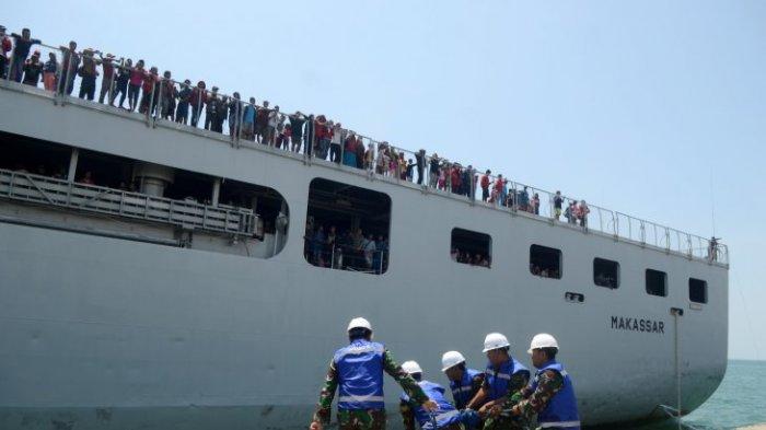 Ratusan Pengungsi Palu Tiba di Pelabuhan Tanjung Perak