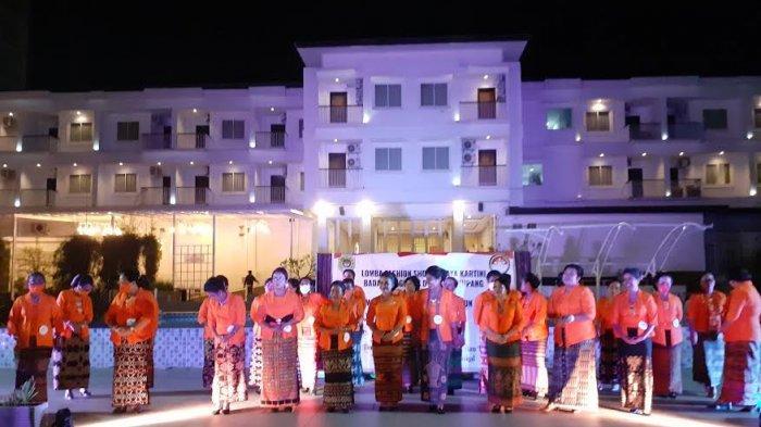 Perlombaan fashion show oleh DWP Kota Kupang untuk memperingati Hari Kartini 2021 di Hotel Naka, Rabu 21 April 2021
