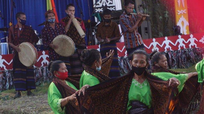 Festival Kelimutu Sandiaga Uno Sapa Warga Ende Pakai Pantun Nuabosi