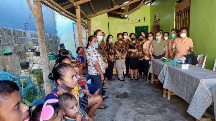 60 Balita di Posyandu Bougenvile Oesapa Dapat Makanan Tambahan dari Dharma Wanita Persatuan NTT