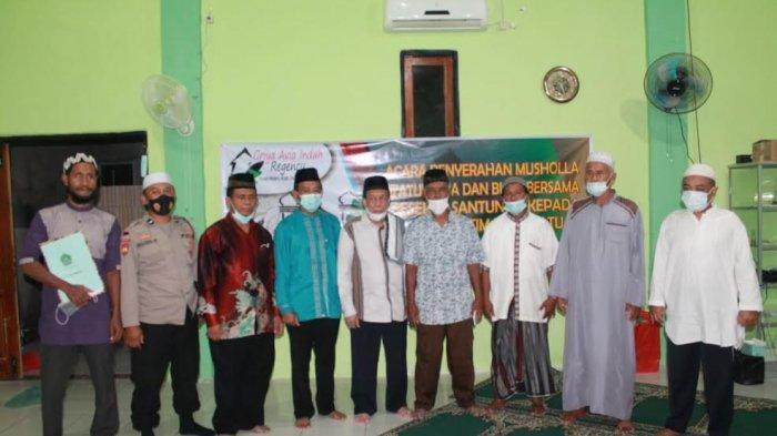 Foto bersama seusai penyerahan sertifikat tanah oleh H Muhammad Andi Samiadji kepada Haji Muhamad, MS, ketua Majelis Ulama Indonesia (MUI) Kota Kupang yang juga ketua Badan Wakaf Indonesia (BWI) Provinsi NTT, Minggu 25 April 2021.