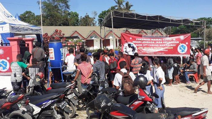 Ribuan Pedagang Pasar Weekarou Ikut Vaksinasi Masal
