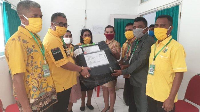 Fraksi Golkar DPRD Malaka Peduli Corona Sumbang 100 Baju Hazmat ke RSUPP Betun, Fraksi Lain Ditunggu