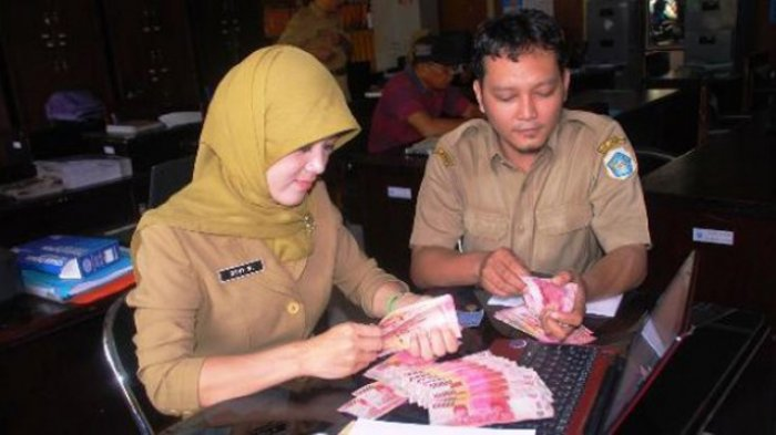 Kabar Gembira Bagi PNS Tahun 2021 Presiden Jokowi Merencanakan Gaji Naik, Simak Selengkapnya Di Sini