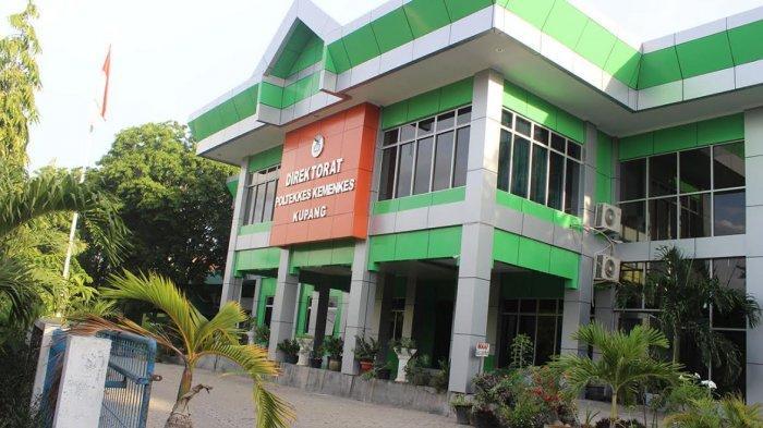 Mahasiswa Dosen Poltekkes Kemenkes Kupang Kolaborasi Pengendalian Covid-19 Melalui Pemantauan Prokes