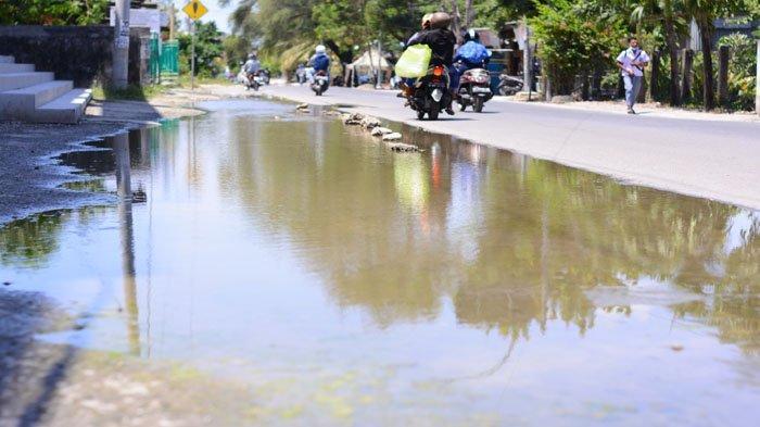 Genangan Air di Jalan Perintis Kemerdekaan