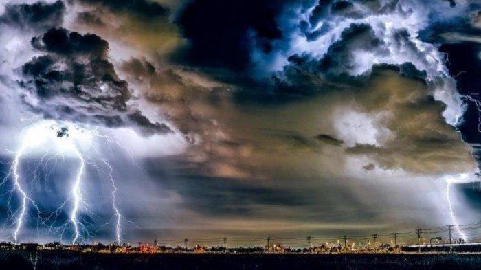 Peringatan Dini BMKG Rabu 4 Agustus 2021, Waspada 21 Wilayah Ini Berpotensi Terjadi Cuaca Ekstrem