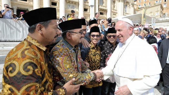 Seluruh Dunia Menunggu Suara Paus Fransiskus Bicara Tentang Pembantaian Muslim Uighur di China