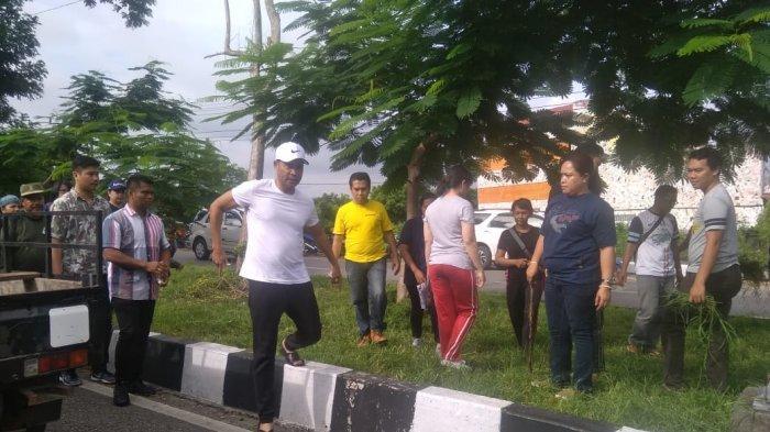 Kota Kupang Jadi Kota Paling Kotor, Gubernur NTT Viktor Laiskodat Ikut Pungut Sampah di Jalan