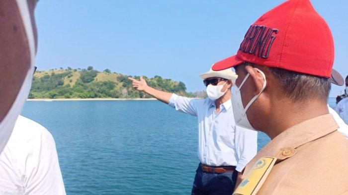 TINJAU PELABUHAN---Gubernur NTT Vicktor Bungtilu Laiskodat saat meninjau Pelabuhan Teluk Gurita yang berada di Desa Dualaus, Kecamatan Kakuluk Mesak, Kabupaten Belu, Rabu (24/3/2021).