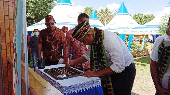 Gubernur Resmikan Lopo Dia Bisa Bank NTT dan Letakan Batu Pertama Asrama BLK Seminari Kisol