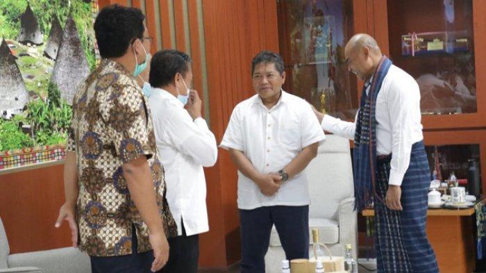 Gubernur Viktor Laiskodat Undang Menko Marves RI Panen Garam dan Kerapu di NTT