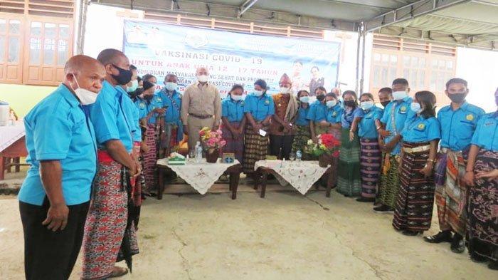 Gubernur Viktor Bungtilu Laiskodat Pantau Pelaksanaan Vaksinasi Covid-19 di SMA Efata Soe