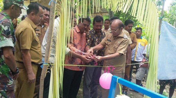 Bupati Niga Dapawole Resmikan Air Leding Program Pamsimas Desa Weihura  Kabupaten Sumba Barat