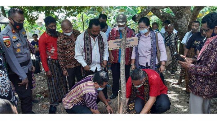 Habis Tanam Vanili, Bupati Sikka Launching Sahabat Sehat dan Bagi KSS Kepada Warga Iantena