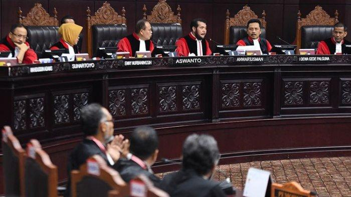 Hakim MK Menolak Permohonan Tim Hukum Prabowo-Sandiaga Terkait Perlindungan Saksi