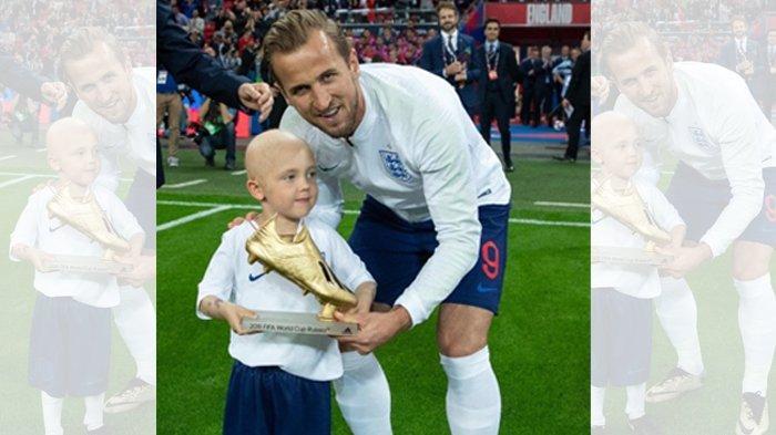 Harry Kane berfoto dengan Ben Williams, bocah penderita kanker otak, usai gelar Piala Dunia 2018