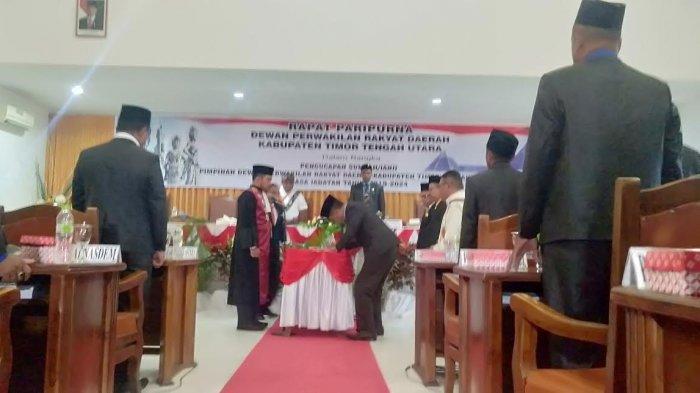 Tiga Pimpinan DPRD TTU Dilantik, Bupati Raymundus Harapkan Hubungannya Harmonis