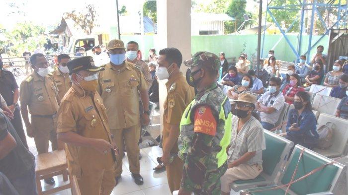 Antrean Vaksin Meluber, Wakil Wali Kota Kupang Bubarkan Kerumunan di Puskesmas Penfui