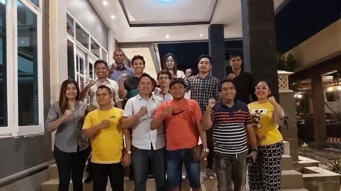Foto bersama para pengurus HIPMI NTT dan panitia pelaksana kegiatan Fun Walk di Celebes Resto and Cafe, Kamis (7/11)