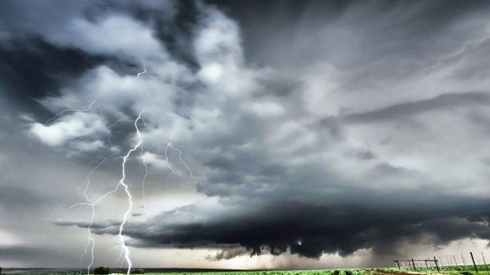 Ilustrasi cuaca ekstrem, cuaca buruk, peringatan dini cuaca