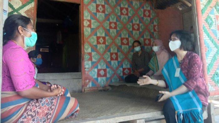 Ibu-ibu di Kiritana Sumba Timur Teteskan Air Mata Saat Dengar Suara Hati Kepala KPPN Waingapu