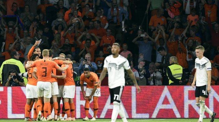 Para pemain Belanda merayakan gol yang dicetak Georginio Wijnaldum ke gawang Jerman dalam laga UEFA Nations League di Stadion Johan Cruijff ArenA, Amsterdam, Belanda pada 13 Oktober 2018.