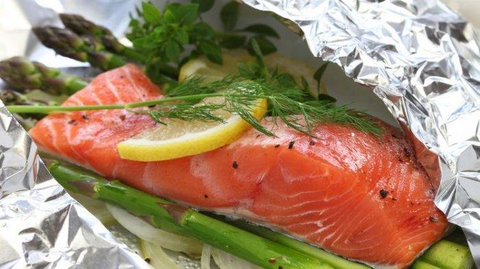 Food Corner: Wrapped dan Grilled Salmon Inspirasi Makan Malam
