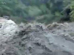 Wajib Tahu Moms, 7 Penyakit yang Perlu Diwaspadai Saat Pasca Banjir