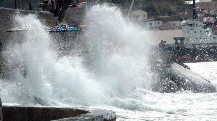 Awas Berlayar di Perairan di Sumba ! Gelombang Mencapai 2,5 Meter