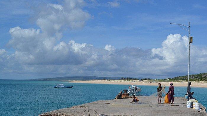 Dituntun Nelayan Australia Sampai di Pulau Ndana, Dua Nelayan Raijua Akhirnya Tiba dengan Selamat