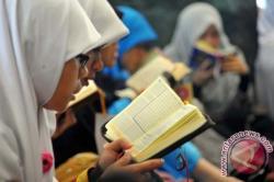 Apa Keutamaan Membaca Surat Al Kahfiayat 1 - 10 di Hari Jumat, Bahasa Arab Latin dan Artinya
