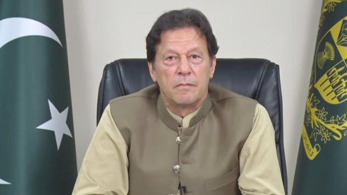 Perdana Menteri Imran Khan Tolak Tuduhan Pakistan Membantu Taliban,