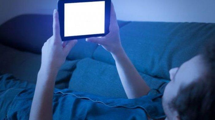 Info Penting! Ternyata Tak Boleh Menatap Layar Ponsel di Kegelapan, Ini Alasannya