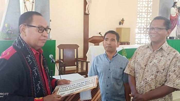 Ini Pesan Wagub Nae Soi Seusai Serahkan Bantuan Pembangunan Gereja Langa di Ngada