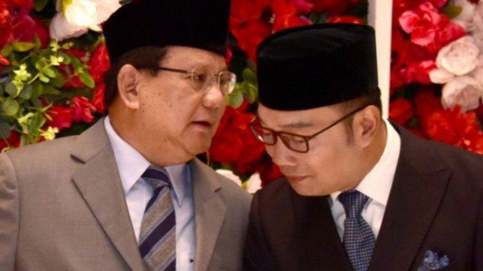 Gubernur Jawa Barat Ridwan Kamil saat menjadi saksi nikah bersama Menteri Pertahanan Prabowo Subianto di pernikahan putri Ketua DPRD Jabar Taufik Hidayat di Bandung, Sabtu (8/2/2020).