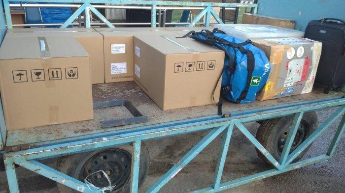BNPB Bantu 333 Unit Lampu Air Garam kepada Korban Banjir di Sumba Timur