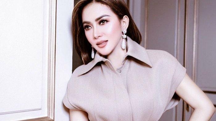Dinilai Angkuh Saat Unboxing Kiriman Kosmetik dari BCL, Syahrini Dihujat Netizen, Lihat Videonya
