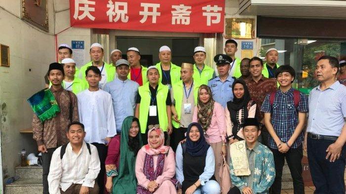 Cerita Mengagumkan Mahasiswa Islam Indonesia di China, Bisa Yasinan di Makam Islam Terharu Banget