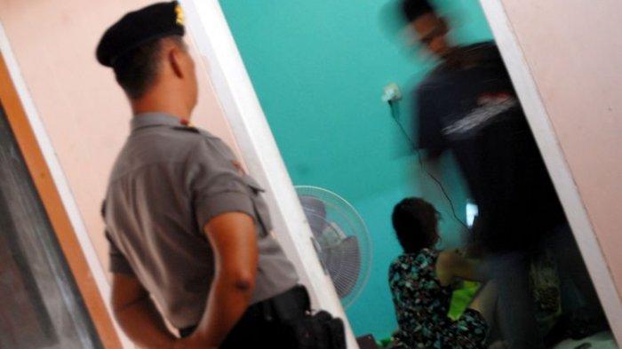 Istri Polisi Digerebek Asyik Berzina dengan Dokter Ganteng, Suami Sampai Bawa Aparat Desa