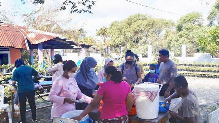 Istri Kapolres Kupang Kota Beri Bantuan dan Buka Dapur Bagi Korban Bencana