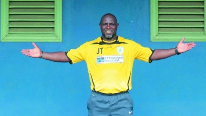 Pelatih Mutiara Hitam Jacksen F Tiago Tersenyum Lebar Saat Bahas Slot Pemain Asing Terakhir