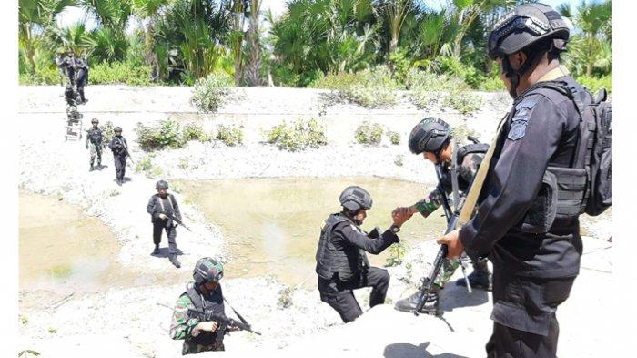 Jaga Kedaulatan NKRI TNI Bersama Brimob Lakukan Patroli Bersama, Lihat Aksi Mereka