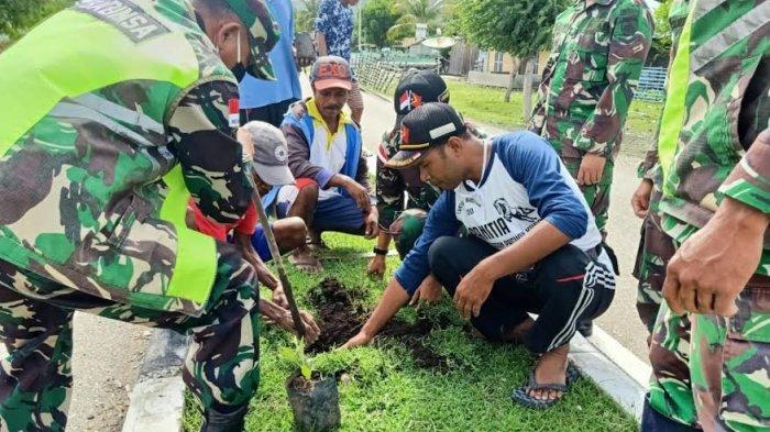 TNI Hijaukan Area Perbatasan RI-RDTL dengan Menanam Bunga Tabebuya dan Anakan Pinang