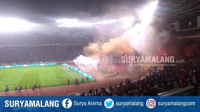Persebaya Surabaya Hancurkan Persija Jakarta,  Lihat Reaksi Jakmania Ngamuk di Lapangan