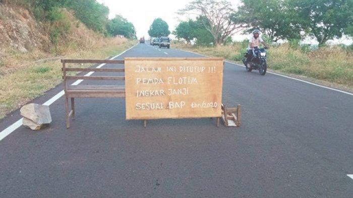 Warga pemilik lahan di Kelurahan Weri menutup akses jalan ke Bandara