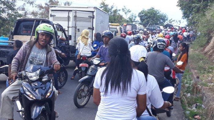 Jalan Utama Ditutup untuk Karnaval, Jalur III Kota Larantuka Macet Total