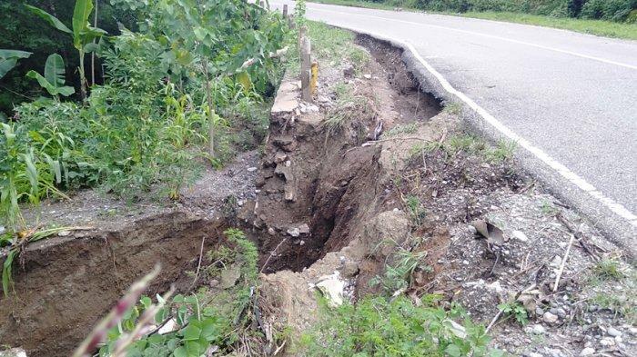 Tembok Penahan Ruas Jalan Negara Kefa-Wini Jebol